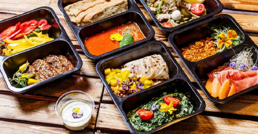 Not in a Mood to Prepare Dinner This Sunday: Pick Meal Delivery Service for Your Family