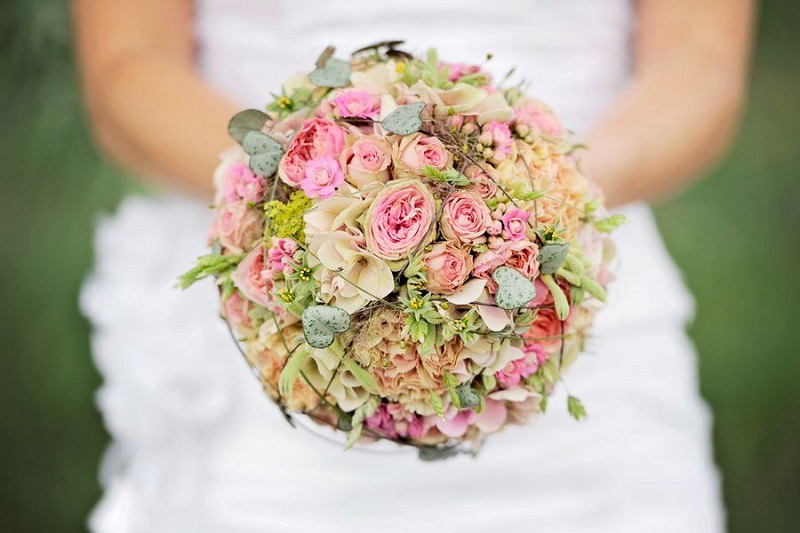 Bridal bouquets for spring wedding