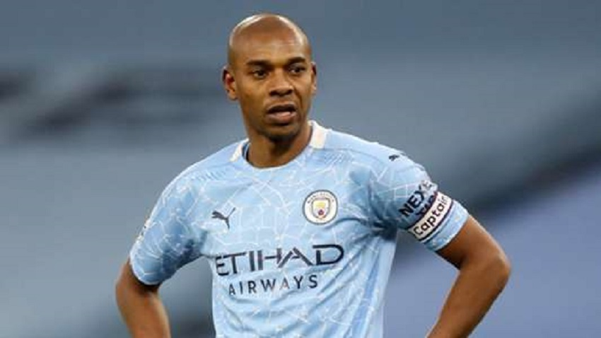 Fernandinho will remain with Manchester City for another season